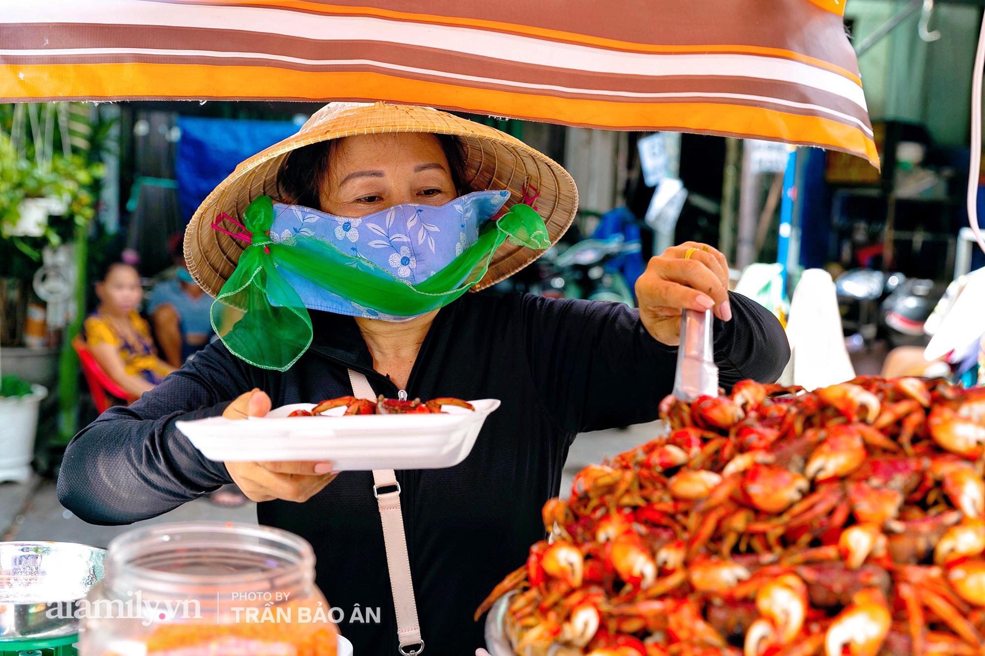 """Mâm ba khía hấp Cà Mau giúp bà chủ mỗi tháng """"nhẹ nhàng"""" kiếm 400 triệu dù trong mùa dịch, cả Sài Gòn tìm """"đỏ con mắt"""" cũng khó có mâm thứ hai - Ảnh 3."""