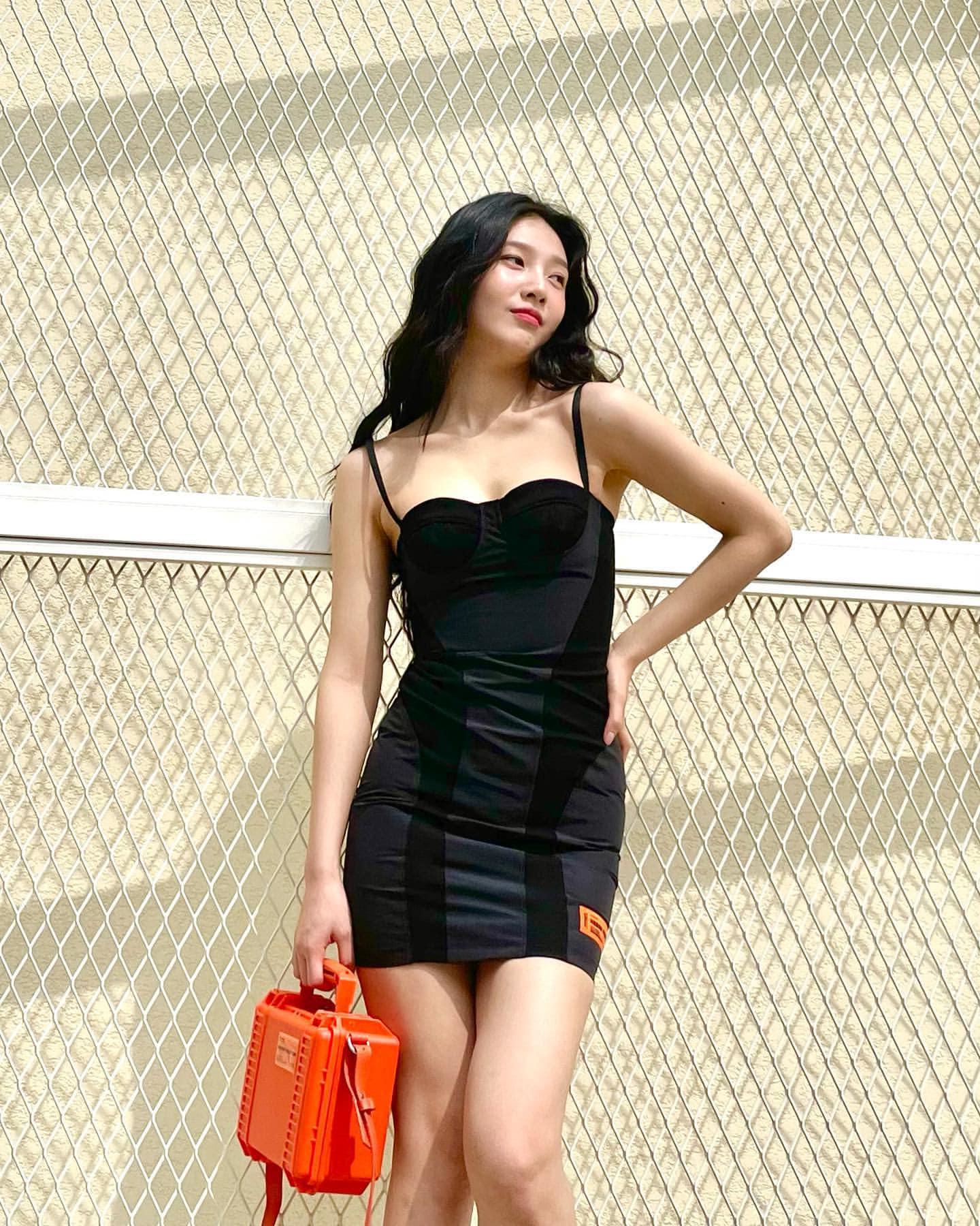 """Joy gây """"shock visual"""" khi diện kiểu váy siêu kén dáng, visual đỉnh đến độ không thể lột tả hết qua ảnh tĩnh - Ảnh 1."""