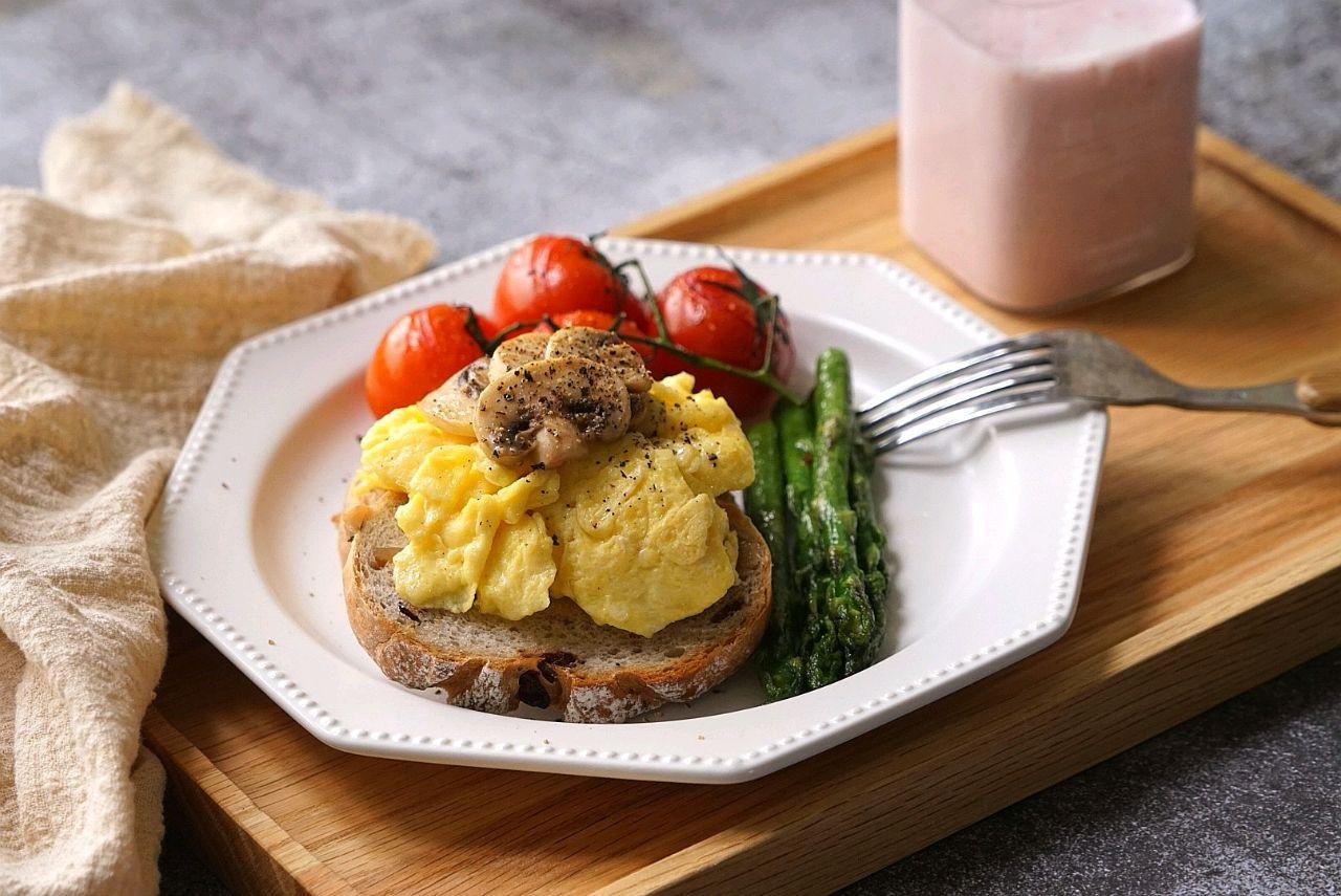 Nâng tầm cho món bánh mì trứng lên đẳng cấp nhà hàng chỉ với vài động tác đơn giản ai cũng làm được - Ảnh 12.