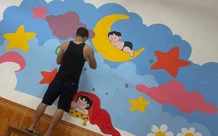 """Anh thanh niên ngồi sơn sửa lại tường, có điều gì đặc biệt mà nhận tới 30k lượt like, ai nấy đều thốt lên """"Tuyệt vời"""""""