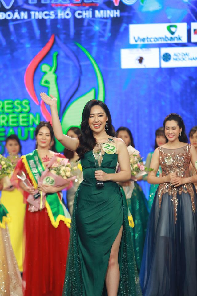 """Phạm Ngọc Hà My - từ """"nữ sinh tặng hoa Tổng thống Trump"""" đến biên tập viên VTV24 - Ảnh 2."""