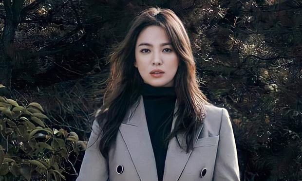Biên kịch Hậu duệ mặt trời bất ngờ quan tâm với Song Hye Kyo nhưng lại lơ đẹp Song Joong Ki khiến fan tranh cãi - Ảnh 5.