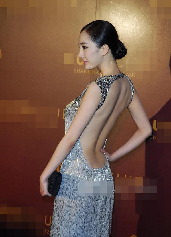 Tai nạn thảm đỏ cách đây 9 năm từng khiến Dương Mịch ê chề vì chiếc váy phản chủ, lộ nội y giữa rừng phóng viên - Ảnh 3.