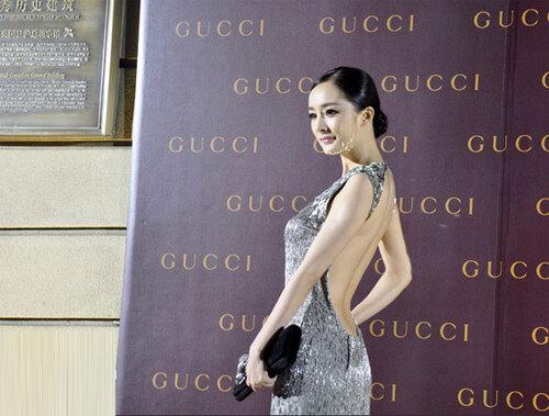 Tai nạn thảm đỏ cách đây 9 năm từng khiến Dương Mịch ê chề vì chiếc váy phản chủ, lộ nội y giữa rừng phóng viên - Ảnh 2.