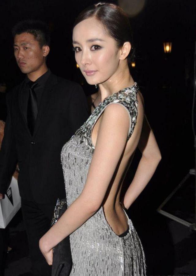 Tai nạn thảm đỏ cách đây 9 năm từng khiến Dương Mịch ê chề vì chiếc váy phản chủ, lộ nội y giữa rừng phóng viên - Ảnh 6.