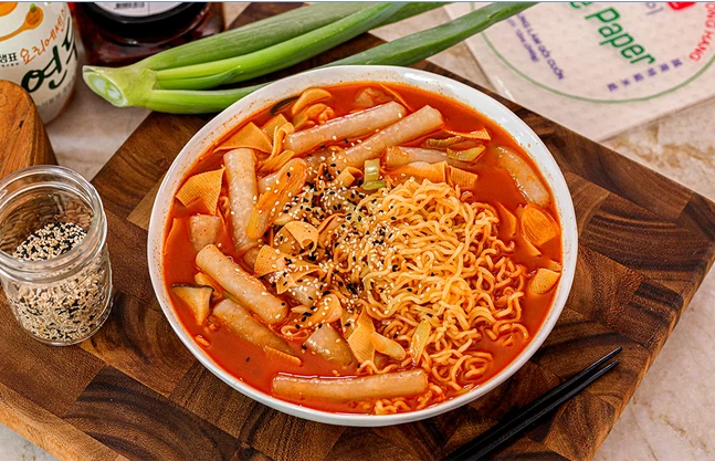 """MXH Hàn Quốc đang """"phát sốt"""" với món Tokbokki được làm từ bánh tráng Việt Nam: Vào bếp thử làm luôn các chị em ơi! - Ảnh 3."""