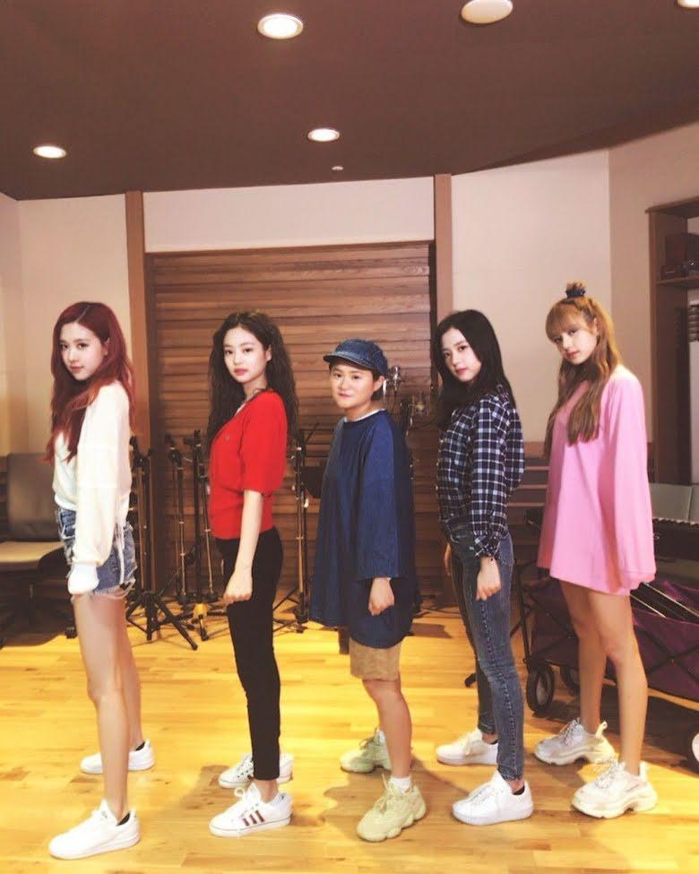 Không phải Jisoo hay Jennie, hóa ra Lisa và Rosé mới sở hữu đôi chân xuất sắc, diện quần short đẹp nhất BLACKPINK - Ảnh 3.