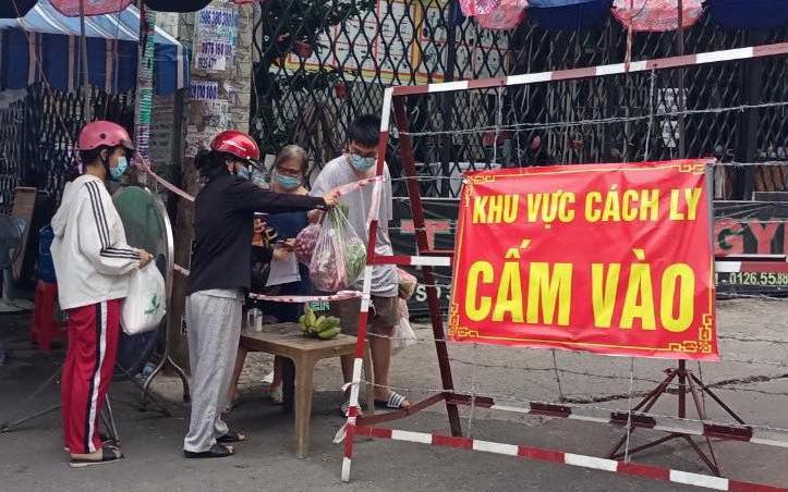 TP.HCM tìm người đến hàng loạt tiệm thuốc tây và 2 khu chợ liên quan các trường hợp F0
