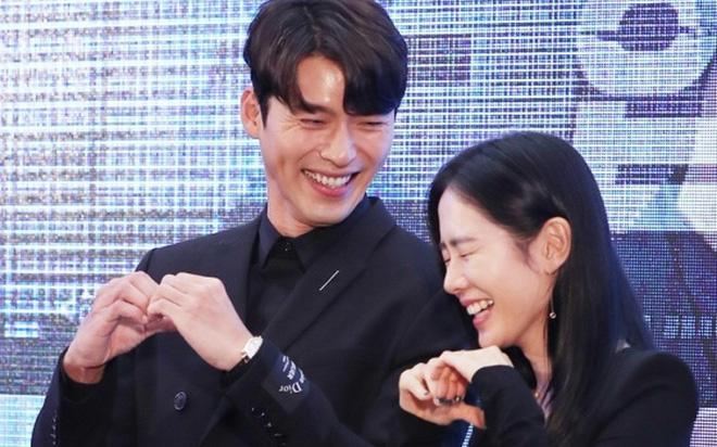 """Son Ye Jin """"không đánh mà khai"""" tiết lộ thời điểm bắt đầu hẹn hò Hyun Bin, fan tung bằng chứng đúng """"y chóc"""""""