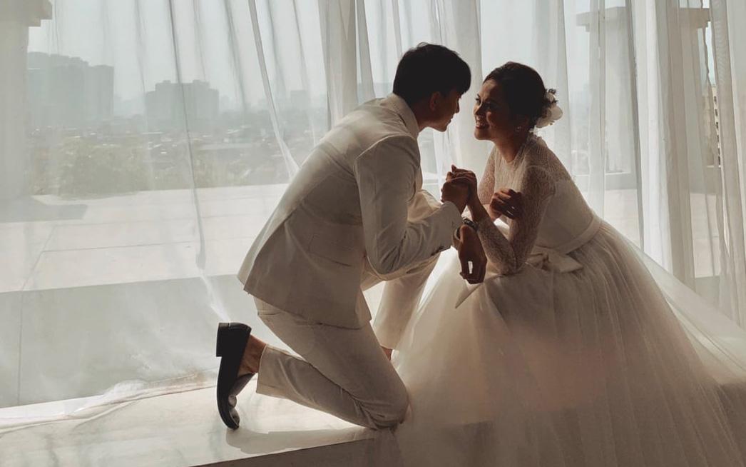 Hương vị tình thân: Lộ clip ảnh cưới không có trên phim của Thu Quỳnh - Hoàng Anh Vũ khiến fan muốn đẩy thuyền từ phim ra đời