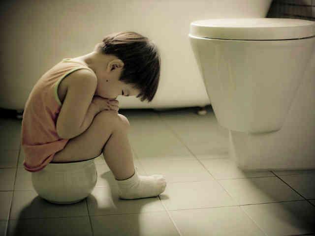 Bà nội hay đánh thức cháu dậy nửa đêm để đi tè, không ngờ hành động này lại để lại 3 hậu quả nghiêm trọng cho đứa trẻ - Ảnh 2.