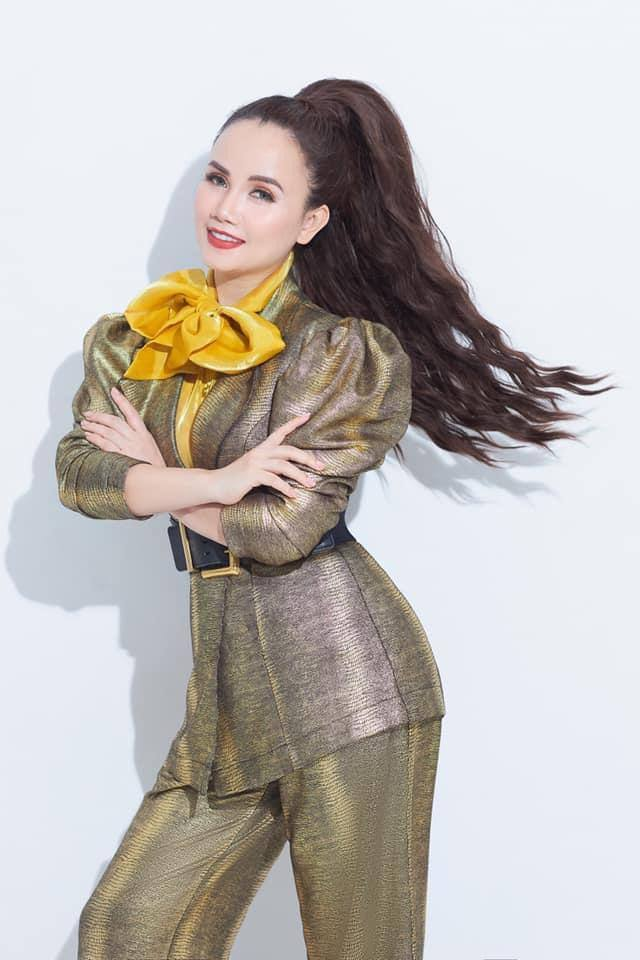 Hành trình trẻ hoá phong cách của cô Xuyến Hoàng Yến, đẹp cỡ này mà người ta vẫn nỡ làm tổn thương? - Ảnh 8.