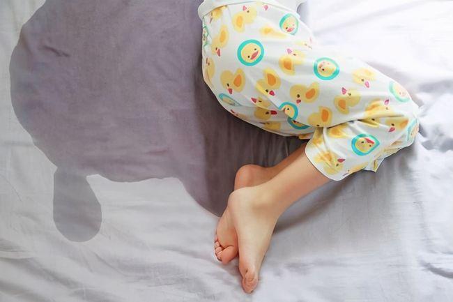 Bà nội hay đánh thức cháu dậy nửa đêm để đi tè, không ngờ hành động này lại để lại 3 hậu quả nghiêm trọng cho đứa trẻ - Ảnh 1.