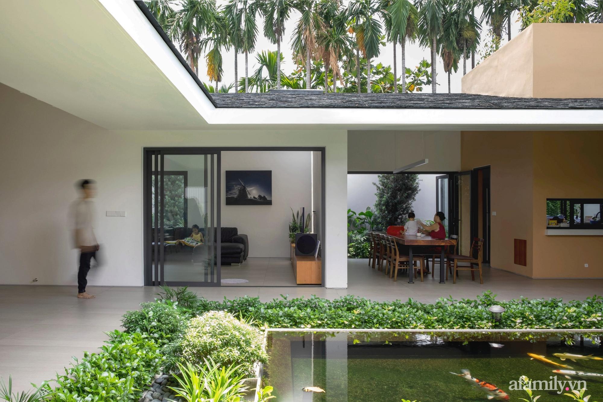 Ngôi nhà rợp mát bóng cây ở ngoại ô Sài Gòn tạo sự gắn kết cho gia đình 3 thế hệ - Ảnh 1.