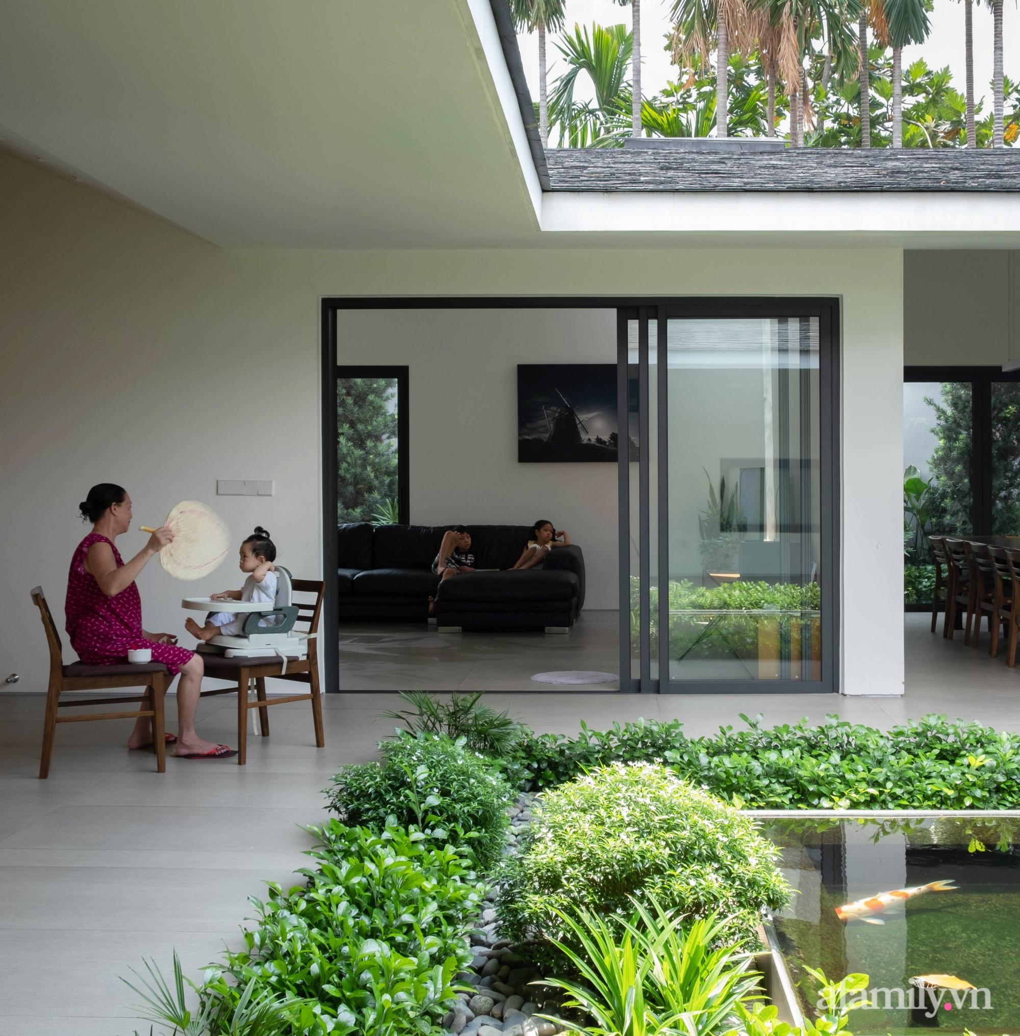 Ngôi nhà rợp mát bóng cây ở ngoại ô Sài Gòn tạo sự gắn kết cho gia đình 3 thế hệ - Ảnh 8.