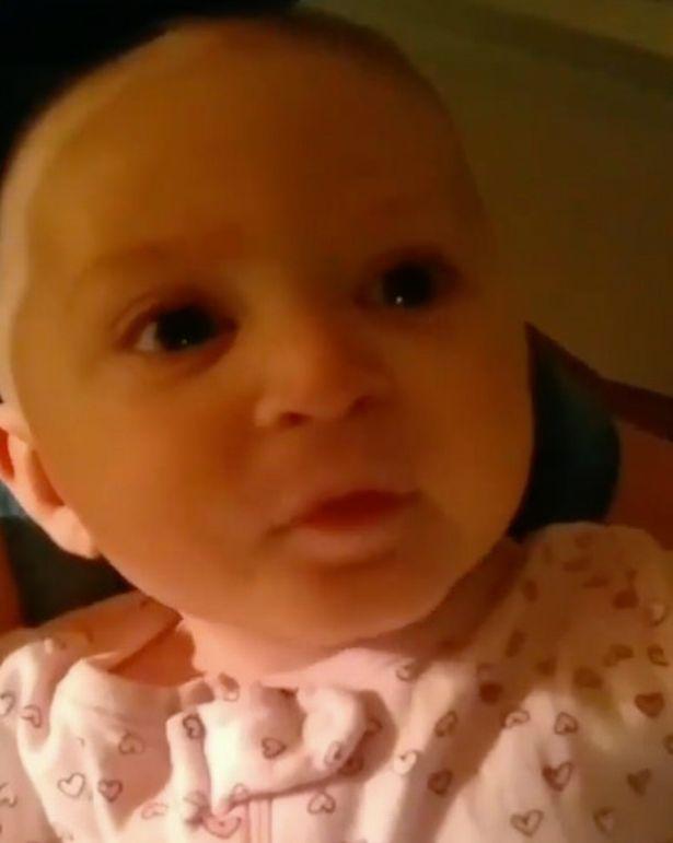 """Câu nói đầu tiên của em bé 1 tuổi là """"Cứu con với"""", người mẹ vội vàng bế con đến bệnh viện thì phát hiện ra con bị bệnh này - Ảnh 1."""