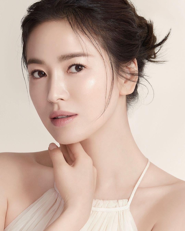"""Là cố tình bắt chước hay trùng hợp thì """"tiểu tam"""" Han So Hee còn chạy dài mới bằng Song Hye Kyo khi đụng hàng - Ảnh 3."""