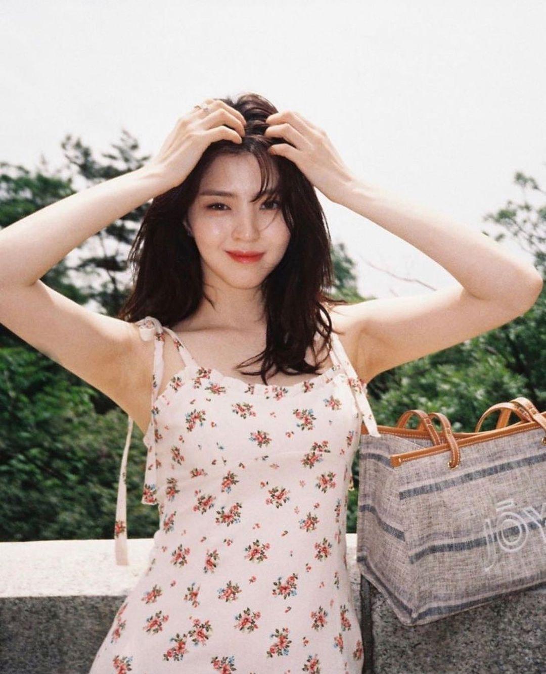 """Han So Hee hay diện đồ Zara giá rẻ, chứng minh khả năng """"sang chảnh hóa đồ bình dân"""" - Ảnh 3."""