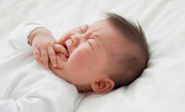Trẻ bị mất ngủ, rối loạn giấc ngủ: Bố mẹ chớ coi thường nguyên nhân hàng đầu này - Ảnh 1.