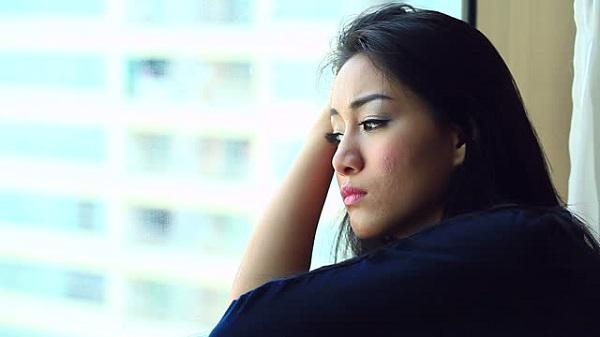 Tôi chăm chồng nằm viện cả tháng đến mức gầy rộc cả người, vừa khỏe lại anh lập tức đuổi vợ đi khiến tôi sốc nặng  - Ảnh 1.