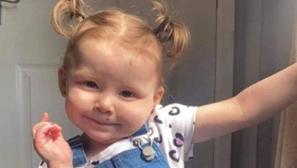 """Nghe con gái lớn hét: """"Em nôn ra máu"""", bà mẹ tức tốc mang con vào bệnh viện rồi kinh hoàng nghe bác sĩ nói nguyên nhân tử vong - Ảnh 1."""