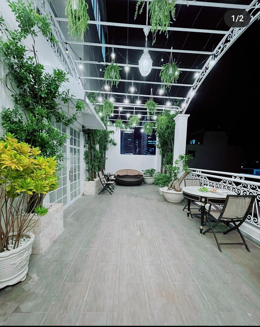 Ngắm ban công nhà Lý Nhã Kỳ mà phát mê: Rộng như sân vườn, đồ đạc tối giản mà lên ảnh đẹp như phim Hàn - Ảnh 2.