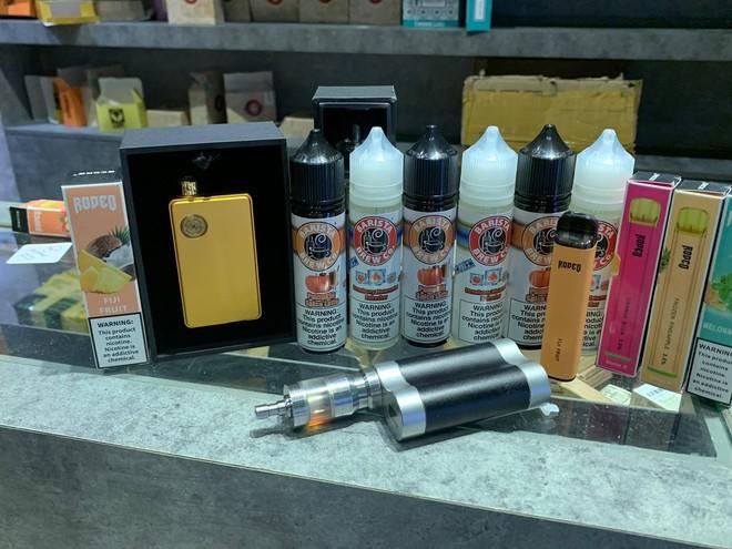 Đột kích The Vape Clup, thu giữ số lượng tinh dầu thuốc lá điện tử khủng - Ảnh 2.