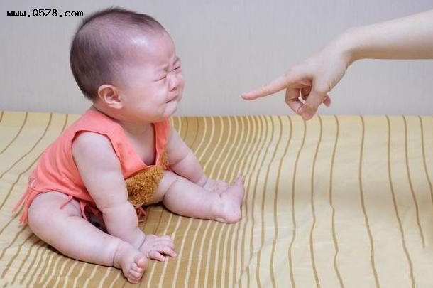 Tại sao sau khi bị đánh mắng đứa trẻ vẫn muốn ôm hôn bố mẹ? Lý do có thể sẽ khiến phụ huynh cảm thấy day dứt hối hận - Ảnh 2.