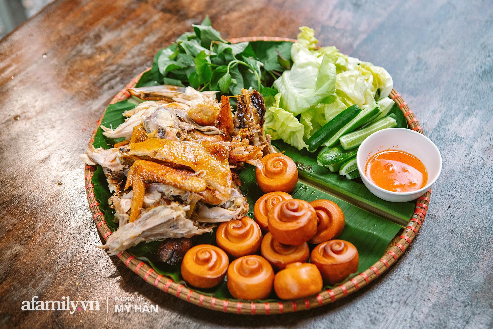 Chui vô vườn ăn GÀ QUAY bằng CHIẾC LU HƠN 100 NĂM tại Cần Thơ, món đặc sản ở miền Tây nhưng hot lên tới tận Sài Gòn! - Ảnh 14.