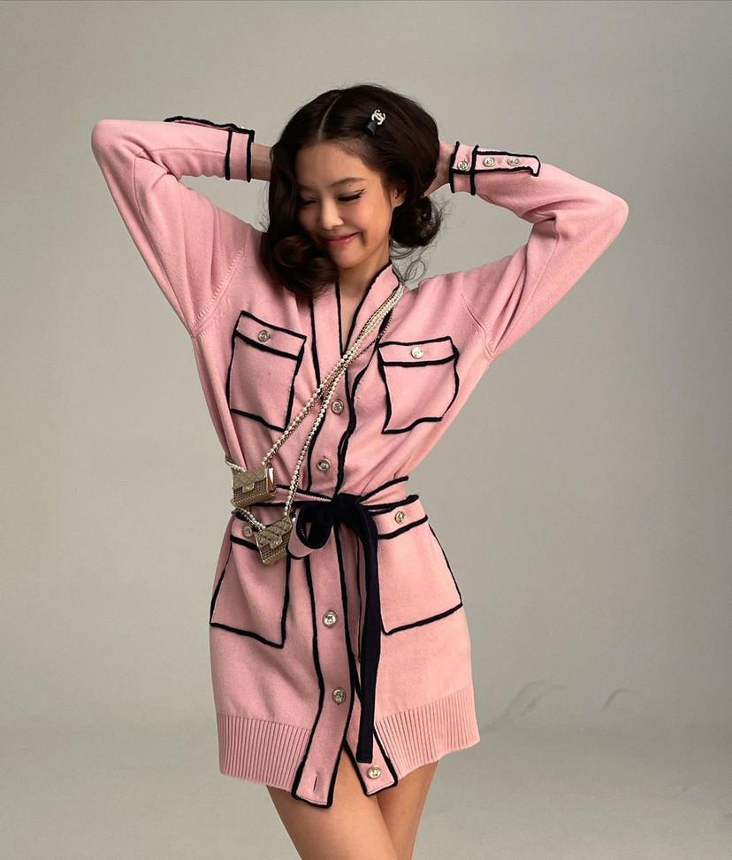 """Dáng đẹp là thế nhưng nếu so với vòng 1 và vòng eo hoàn hảo của Dương Mịch thì Jennie lại thành """"tiểu học"""" mất rồi - Ảnh 5."""