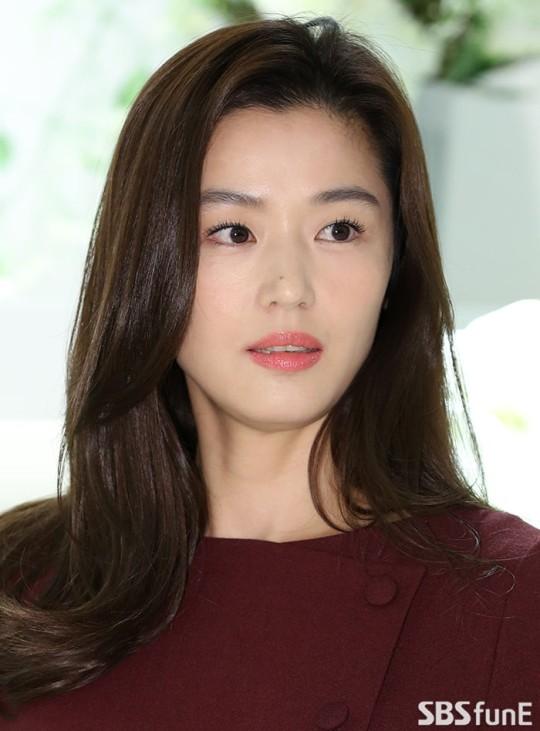 Một tháng trước khi tin đồn ly hôn rộ lên, Jeon Ji Hyun và ông xã doanh nhân cùng nhau làm điều này - Ảnh 3.