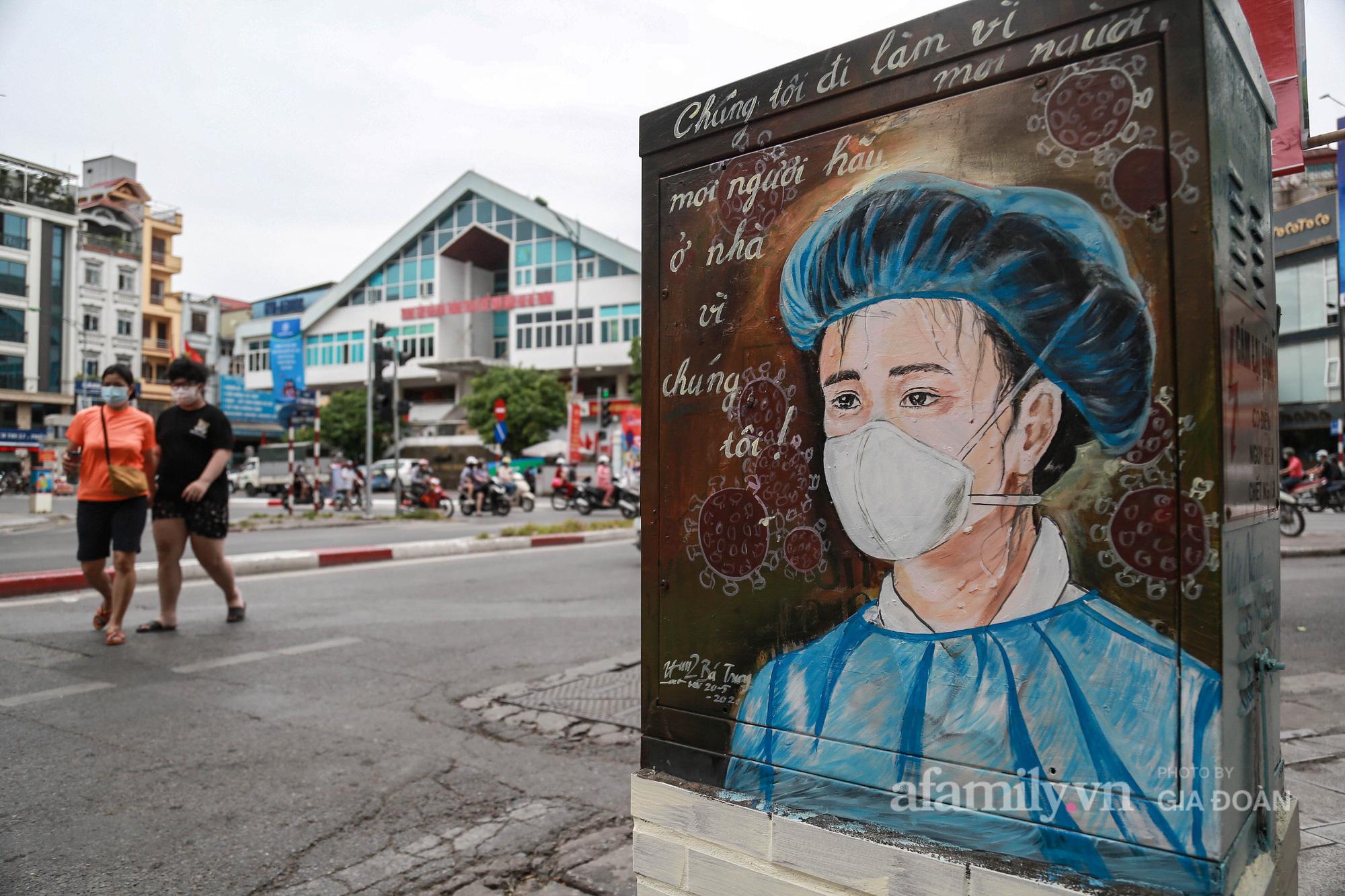 Hà Nội: Khi bốt điện biến thành những bức tranh cổ động đội ngũ y, bác sĩ chống dịch - Ảnh 1.