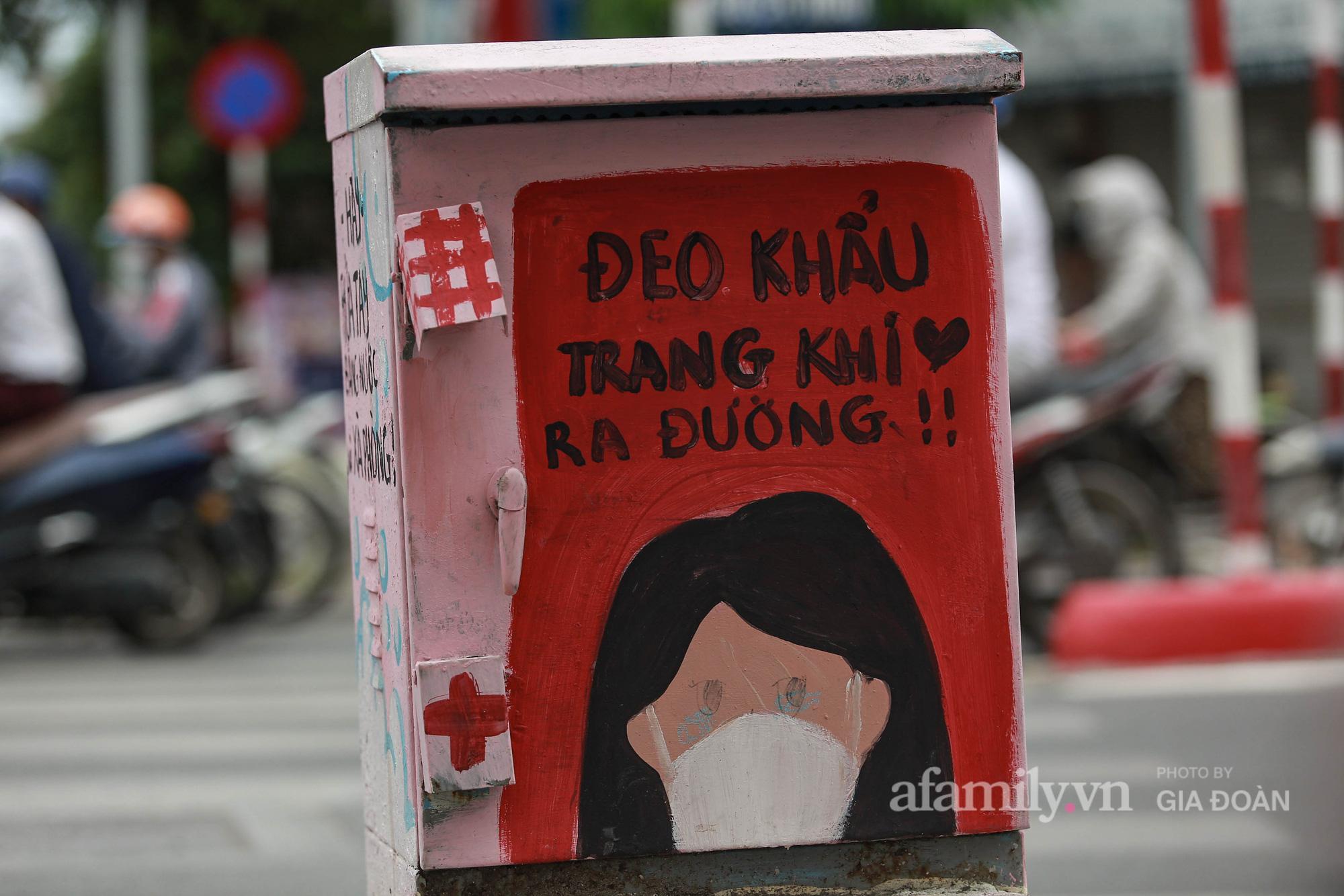 Hà Nội: Khi bốt điện biến thành những bức tranh cổ động đội ngũ y, bác sĩ chống dịch - Ảnh 5.