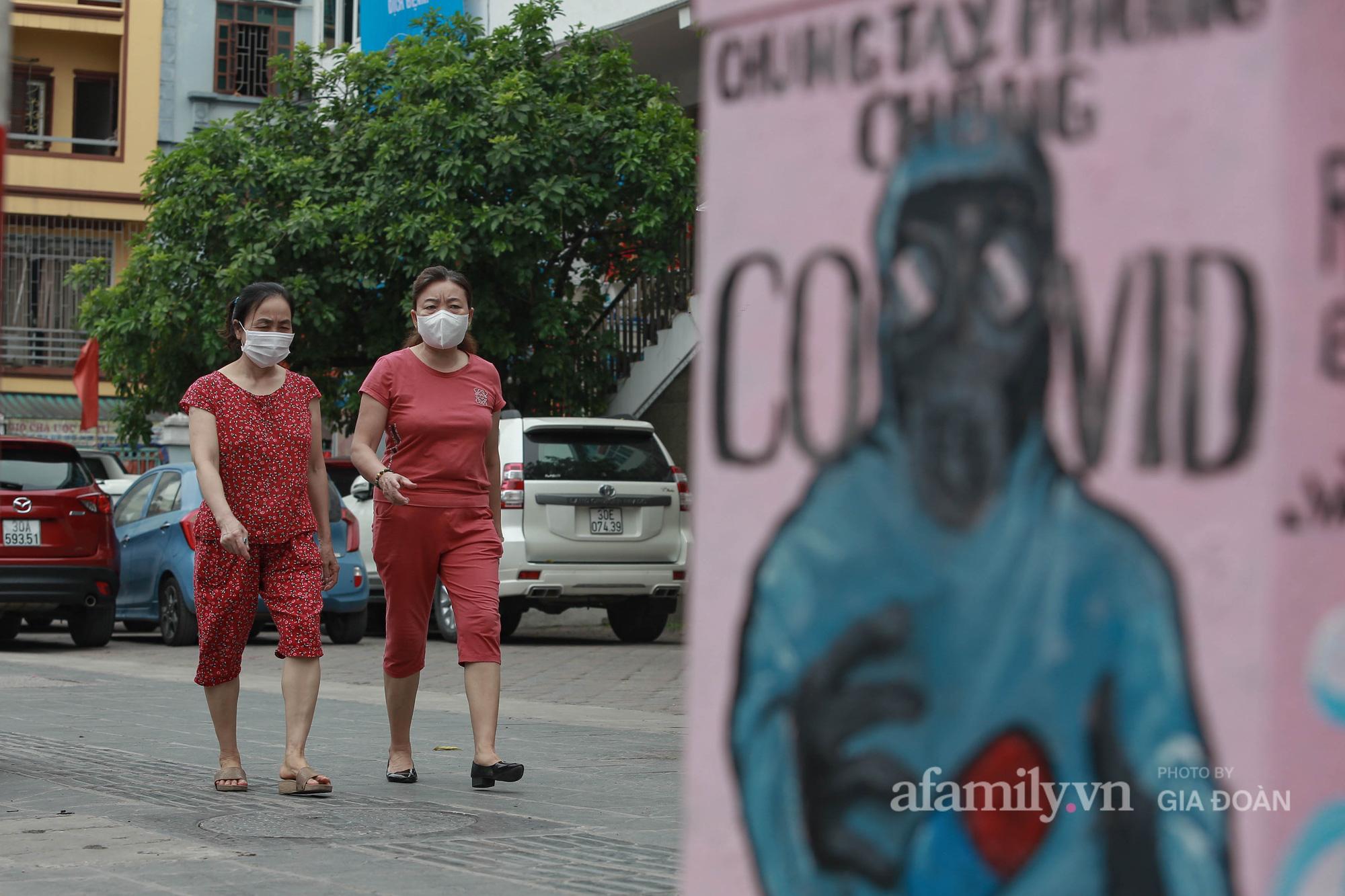 Hà Nội: Khi bốt điện biến thành những bức tranh cổ động đội ngũ y, bác sĩ chống dịch - Ảnh 6.