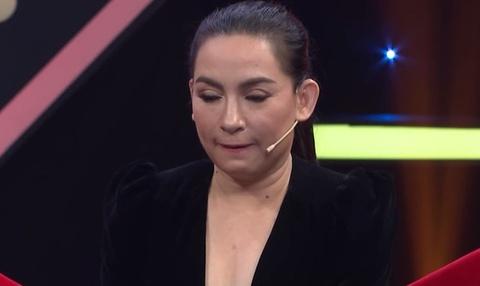 """Bà Phương Hằng tiết lộ cực sốc về Phi Nhung: """"Qua biết bao nhiêu mối tình rồi giờ Phi Phi cô nương không thích đàn ông mà thích đàn bà!"""" - Ảnh 1."""
