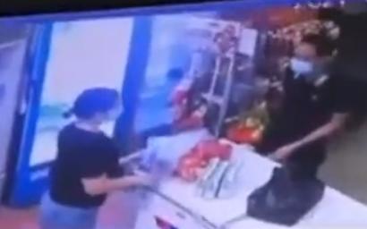 Camera ghi lại khoảnh khắc F0 trèo tường, trốn khỏi khu cách ly mua đồ ăn cho nhóm bạn gái ở Bắc Giang