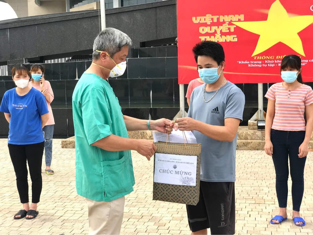 Bắc Giang: Đã có 207 bệnh nhân mắc COVID-19 được công bố khỏi bệnh - Ảnh 2.