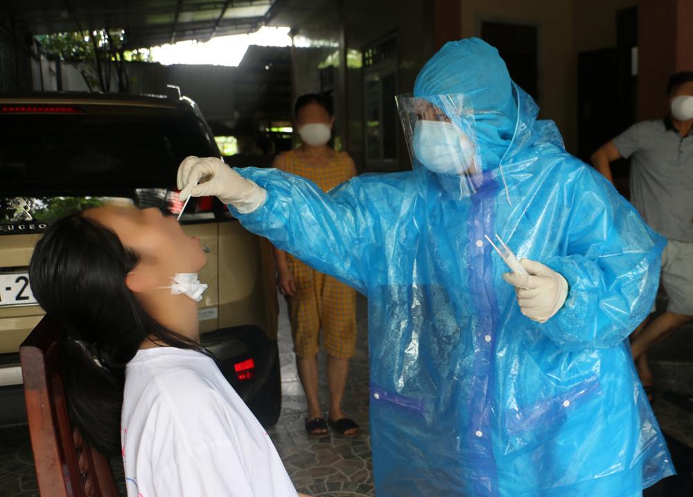 Hà Tĩnh phát hiện thêm 2 ca dương tính SARS-CoV-2 - Ảnh 1.