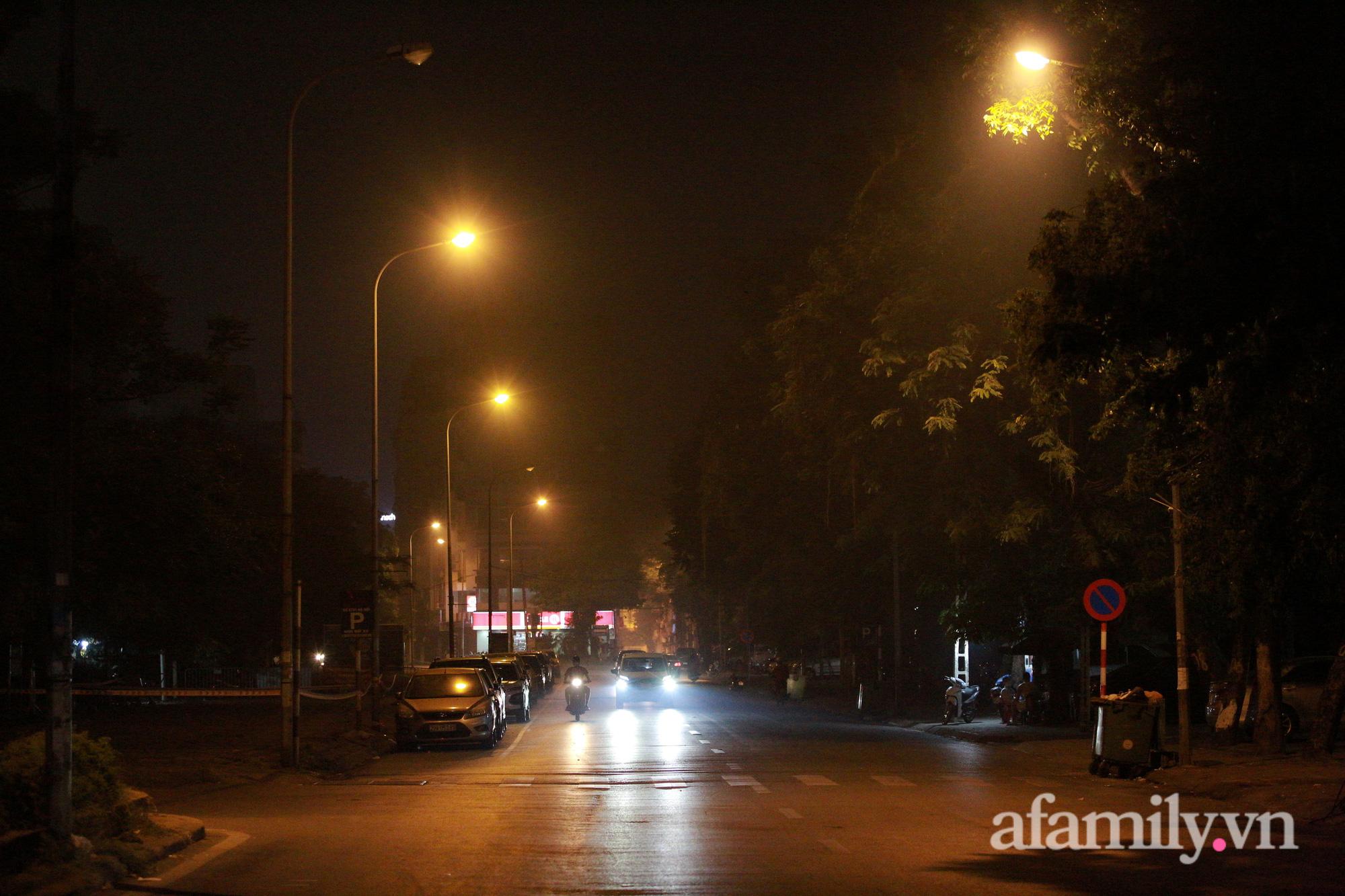 Bầu trời Hà Nội mù mịt giữa đêm khuya  - Ảnh 10.