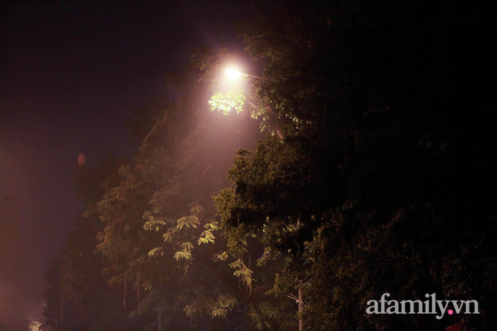 Bầu trời Hà Nội mù mịt giữa đêm khuya  - Ảnh 12.