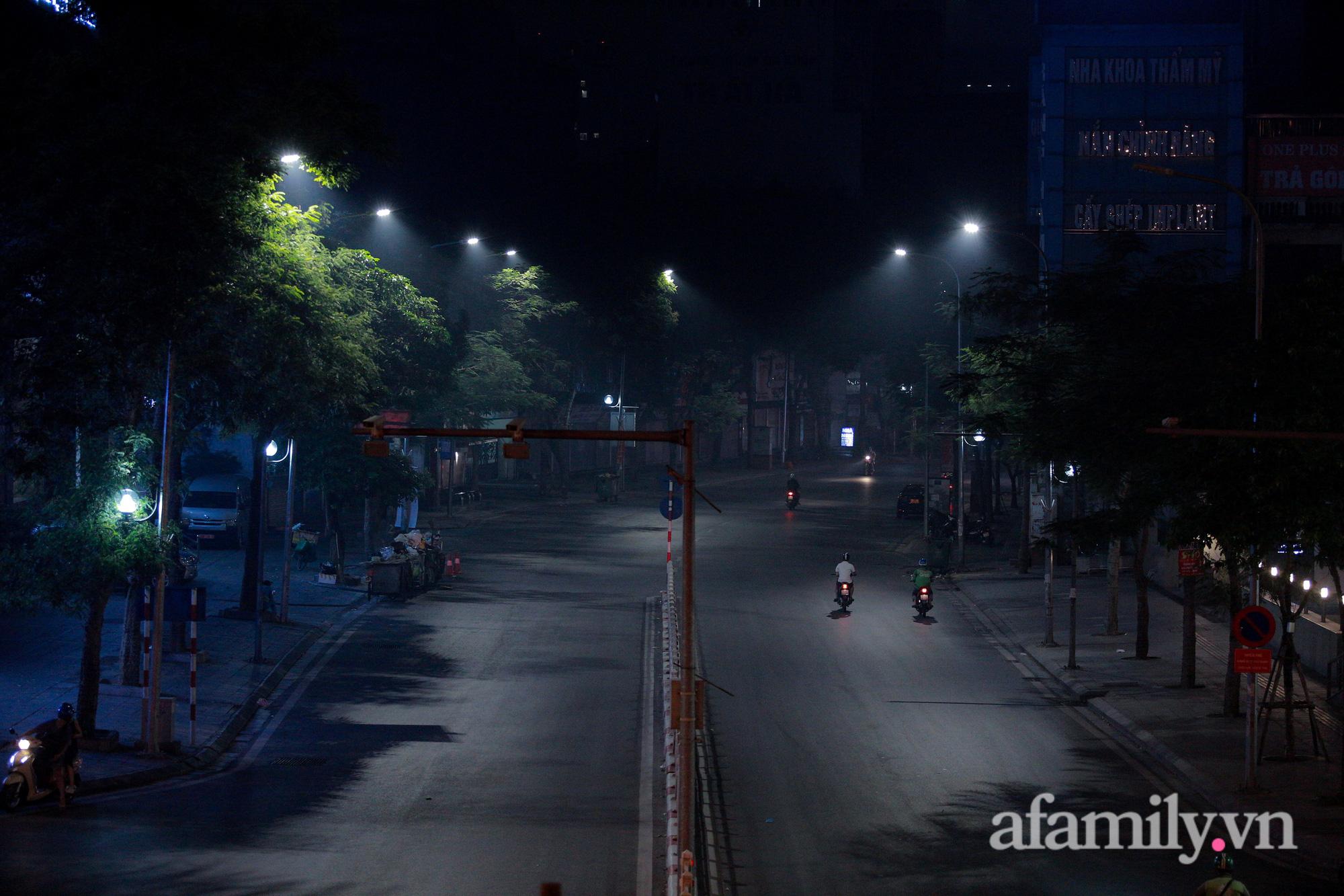 Bầu trời Hà Nội mù mịt giữa đêm khuya  - Ảnh 14.
