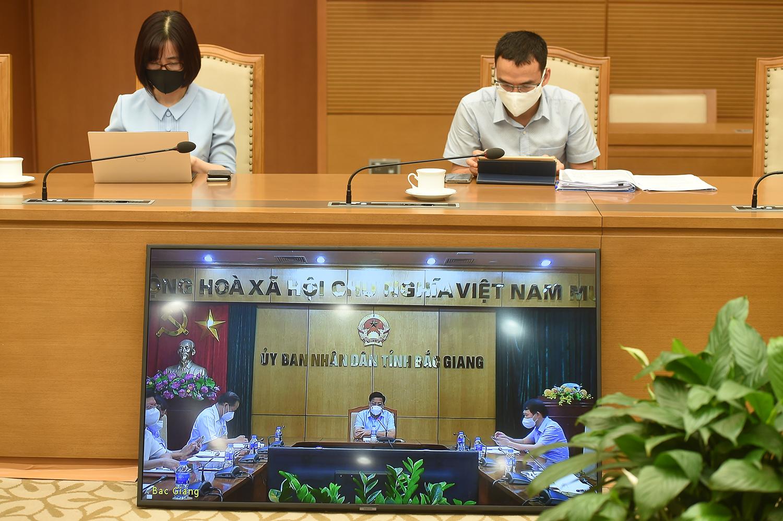 Tín hiệu lạc quan từ tâm dịch COVID-19 Bắc Giang, Bắc Ninh - Ảnh 2.