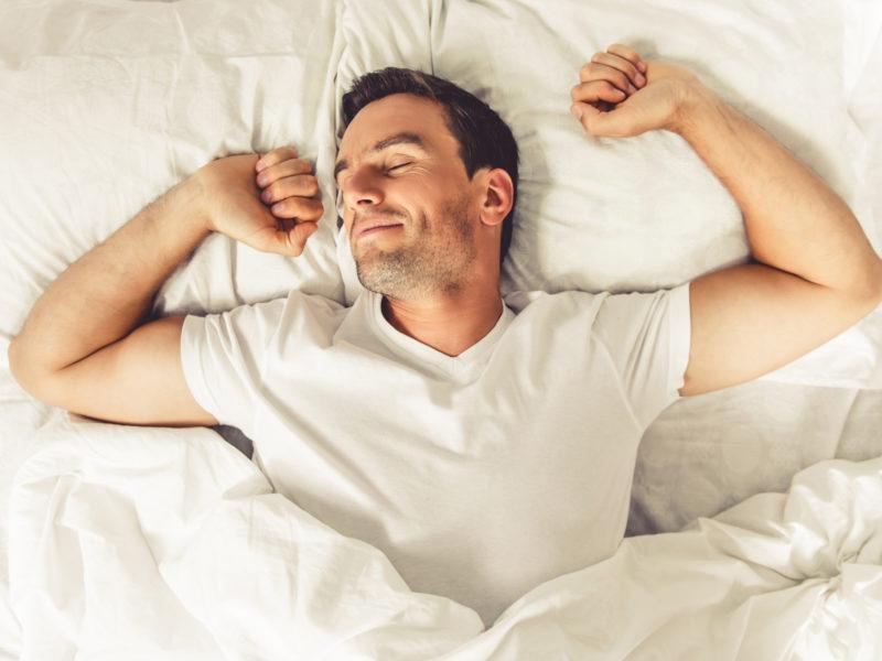 Đây là những cách đơn giản giúp bạn ngủ ngon một mạch đến sáng trong ngày hè nóng nực - Ảnh 2.
