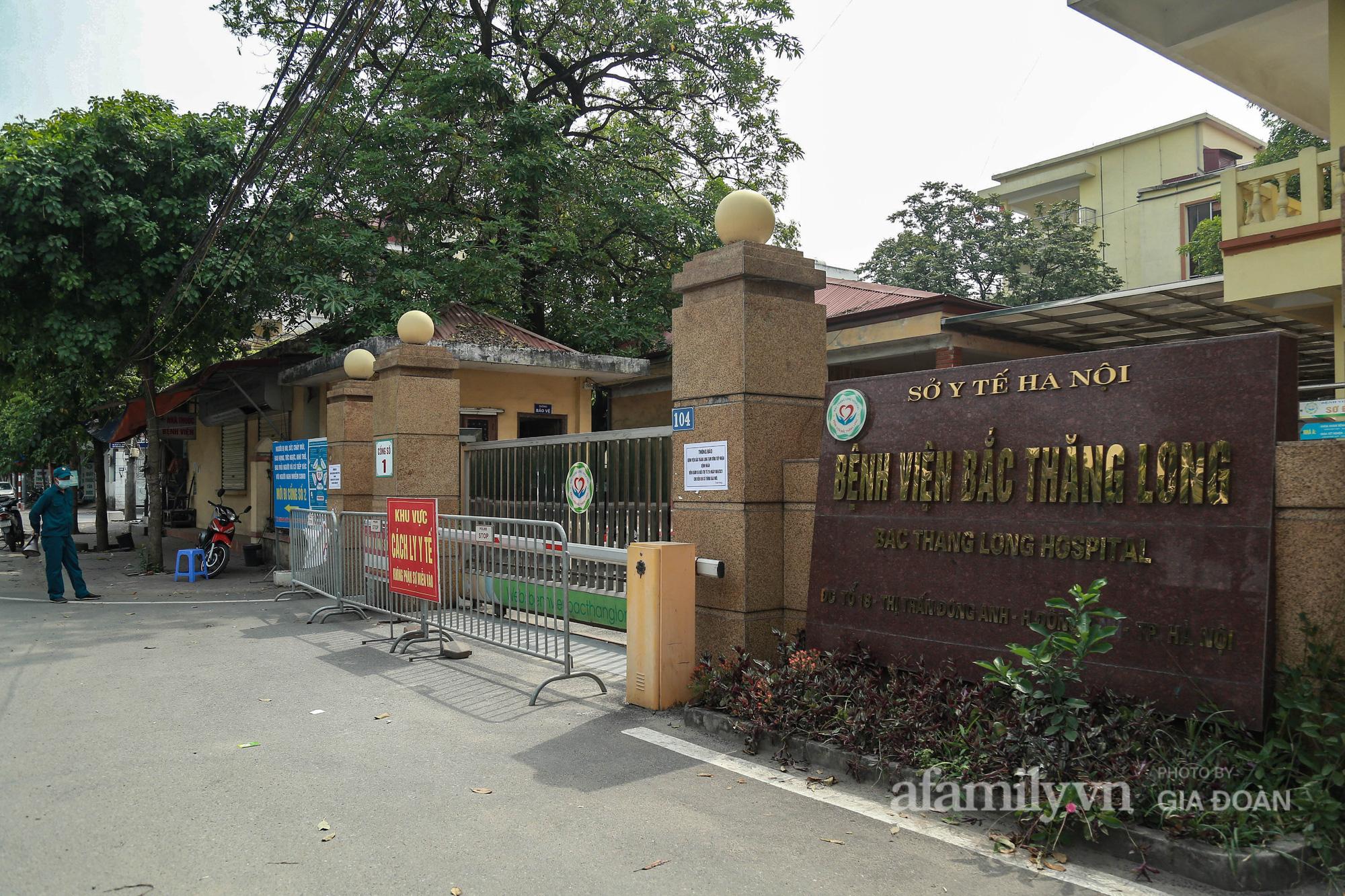 Bệnh viện Bắc Thăng Long tạm thời phong tỏa, dừng tiếp nhận bệnh nhân vì có liên quan đến người phụ nữ bán rau dương tính SARS-CoV-2 trong cộng đồng - Ảnh 1.