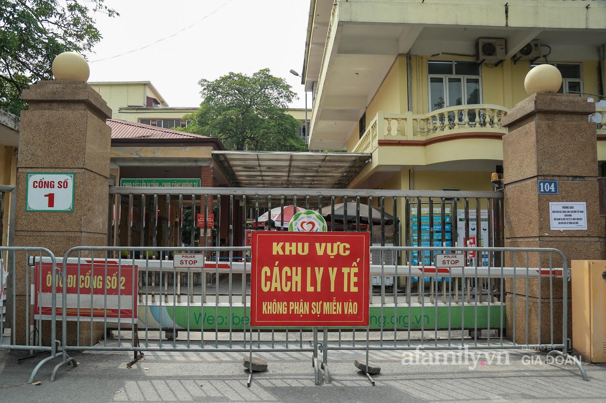 Bệnh viện Bắc Thăng Long tạm thời phong tỏa, dừng tiếp nhận bệnh nhân vì có liên quan đến người phụ nữ bán rau dương tính SARS-CoV-2 trong cộng đồng - Ảnh 2.