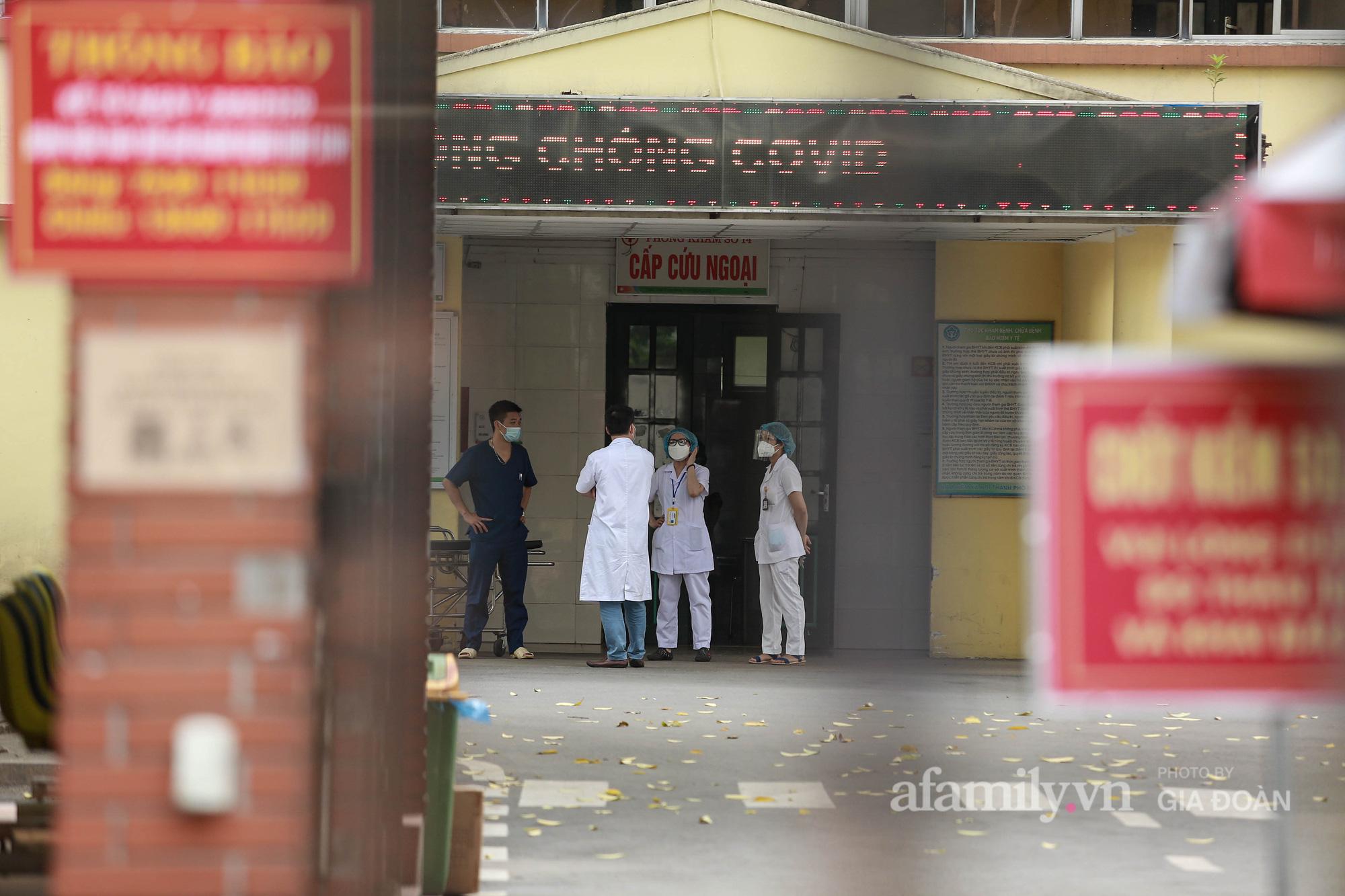 Bệnh viện Bắc Thăng Long tạm thời phong tỏa, dừng tiếp nhận bệnh nhân vì có liên quan đến người phụ nữ bán rau dương tính SARS-CoV-2 trong cộng đồng - Ảnh 11.