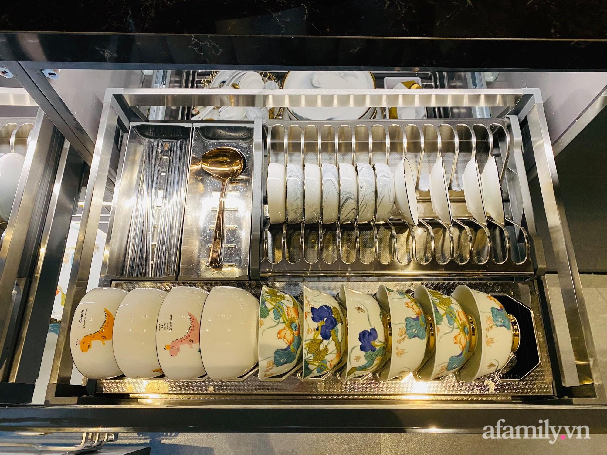 Căn bếp trong mơ với đủ đồ hiện đại của người phụ nữ xinh đẹp ở Hà Nội - Ảnh 16.