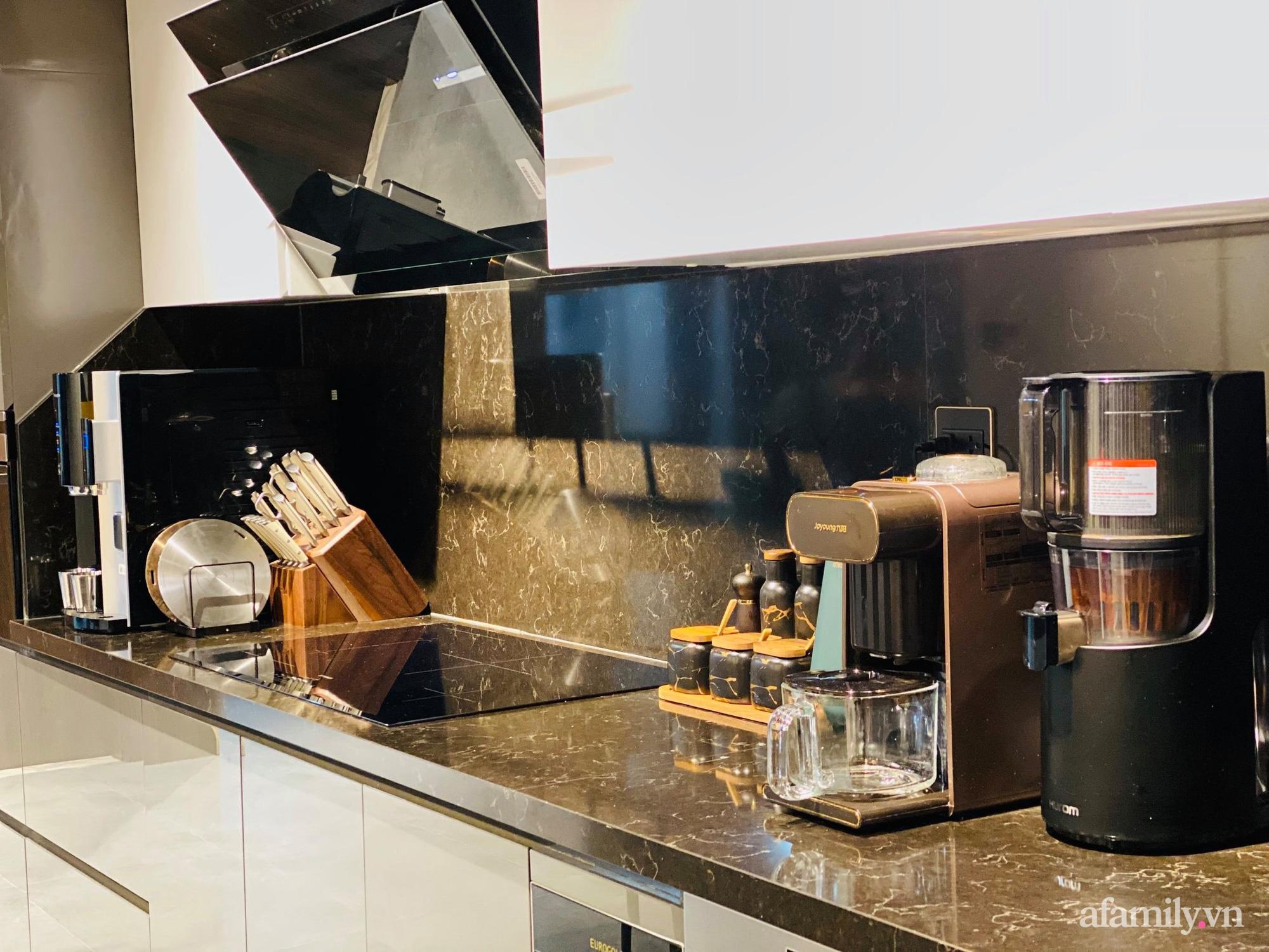 Căn bếp trong mơ với đủ đồ hiện đại của người phụ nữ xinh đẹp ở Hà Nội - Ảnh 1.