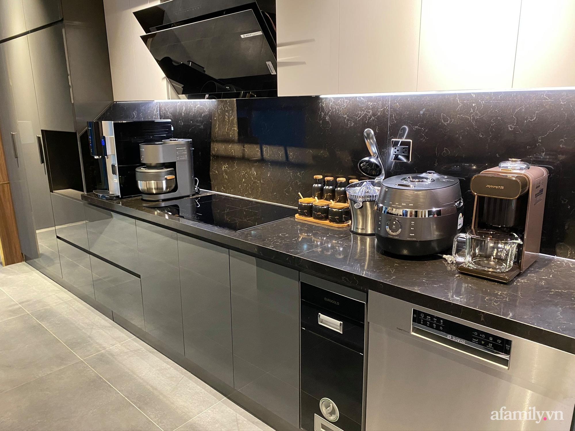 Căn bếp trong mơ với đủ đồ hiện đại của người phụ nữ xinh đẹp ở Hà Nội - Ảnh 2.