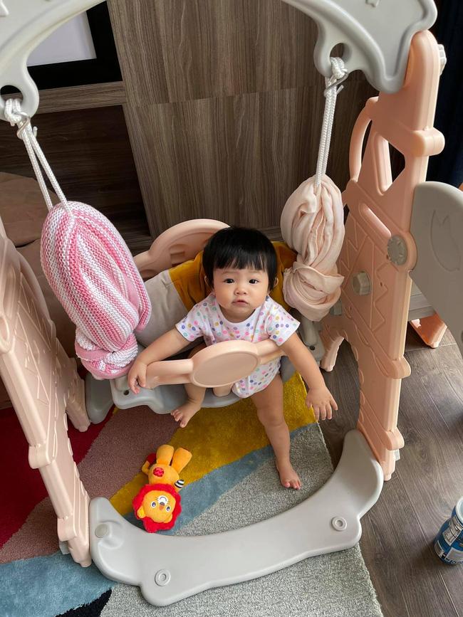 """Loạt chi tiết nhỏ """"bóc"""" trình độ nuôi con của Đàm Thu Trang, phu nhân Tổng giám đốc chăm con  - Ảnh 7."""